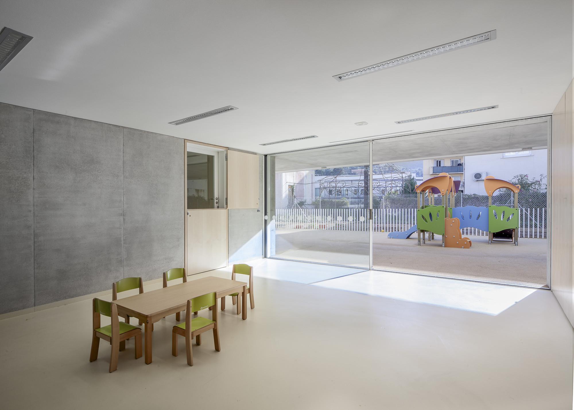 Children's Day Care Center In La Trintite / CAB Architects