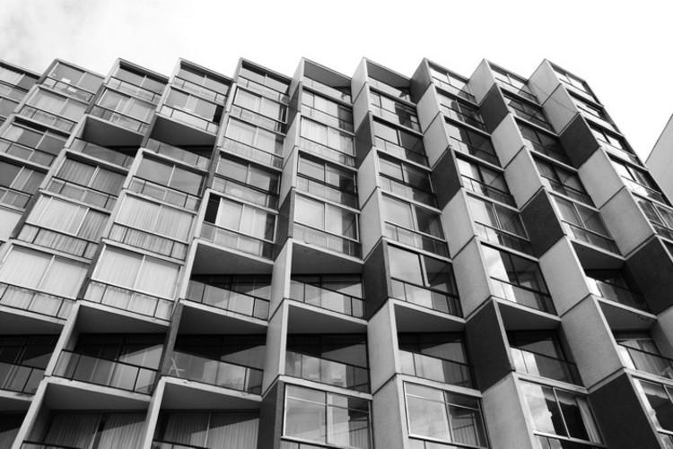 Clásicos de Arquitectura: Edificio Copacabana / Larraín+Larraín / Larraín+Larraín, © Stephannie Fell