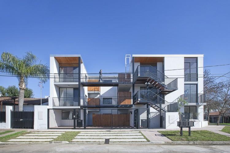 Edificio en calle Talcahuano / Biagioni - Pecorari Arquitectos, © Federico Cairoli