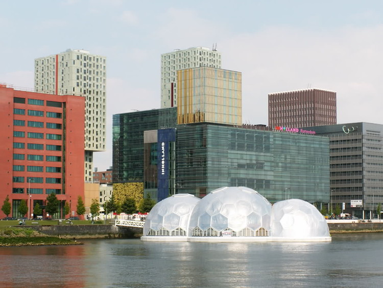 Pavilhão Flutuante auto-sustentável em Rijnhaven, Roterdã , © Eric Offereins