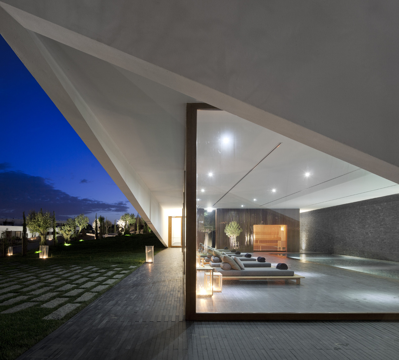 Gallery of l 39 and vineyards hotel promontorio studio for The most modern hotel in the world