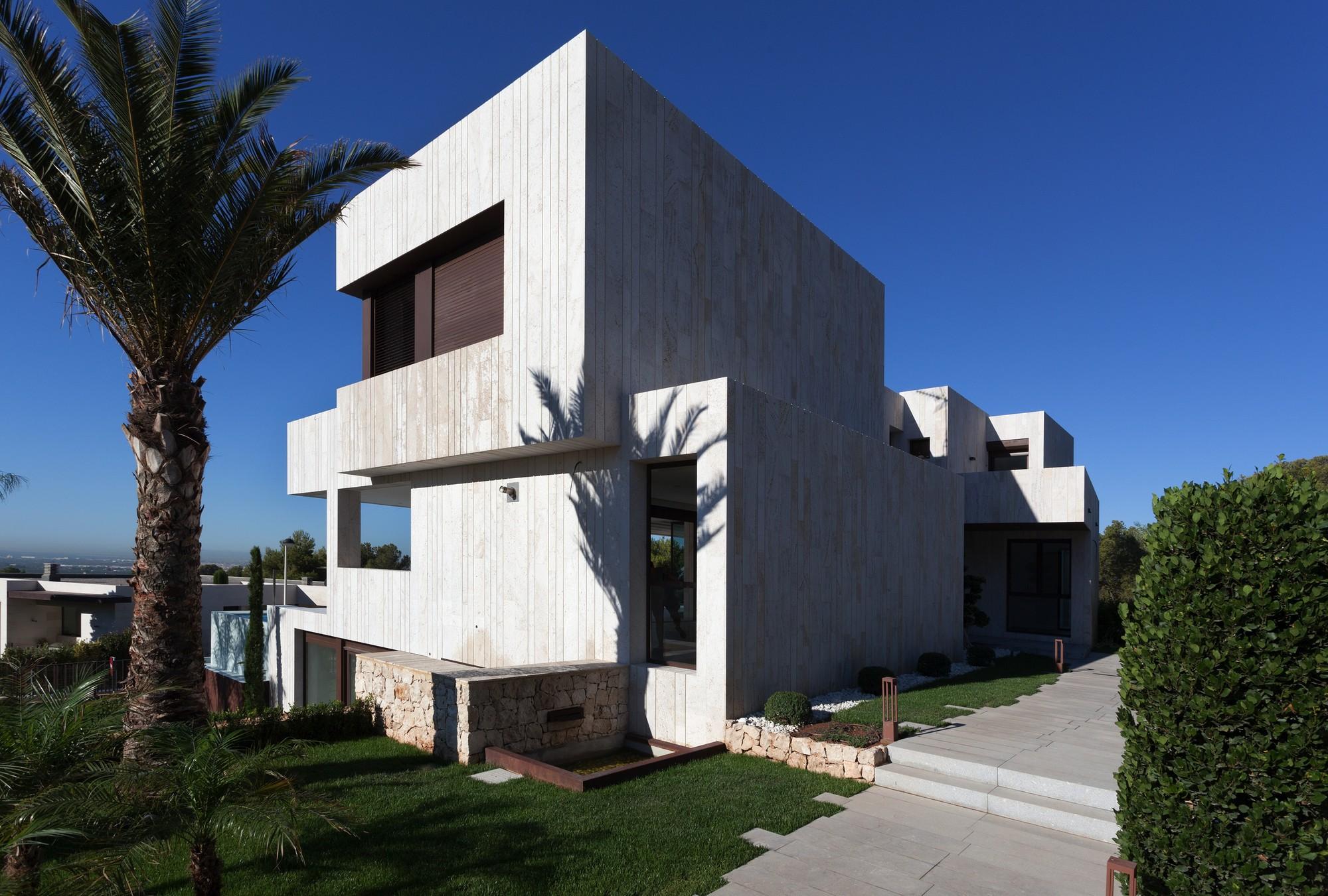Monasterios House / Antonio Altarriba Comes, © Diego Opazo