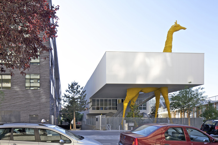 Giraffe childcare center hondelatte laporte architectes for Giraffe childcare fees