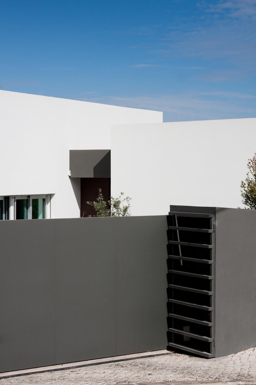 Godiva House / Empty Space Architecture