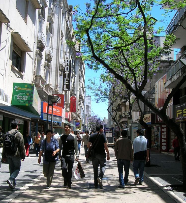 A rua comercial em cidades intermediárias: Iniciativa, gestão e participação chave no desenvolvimento, via Plataforma Urbana