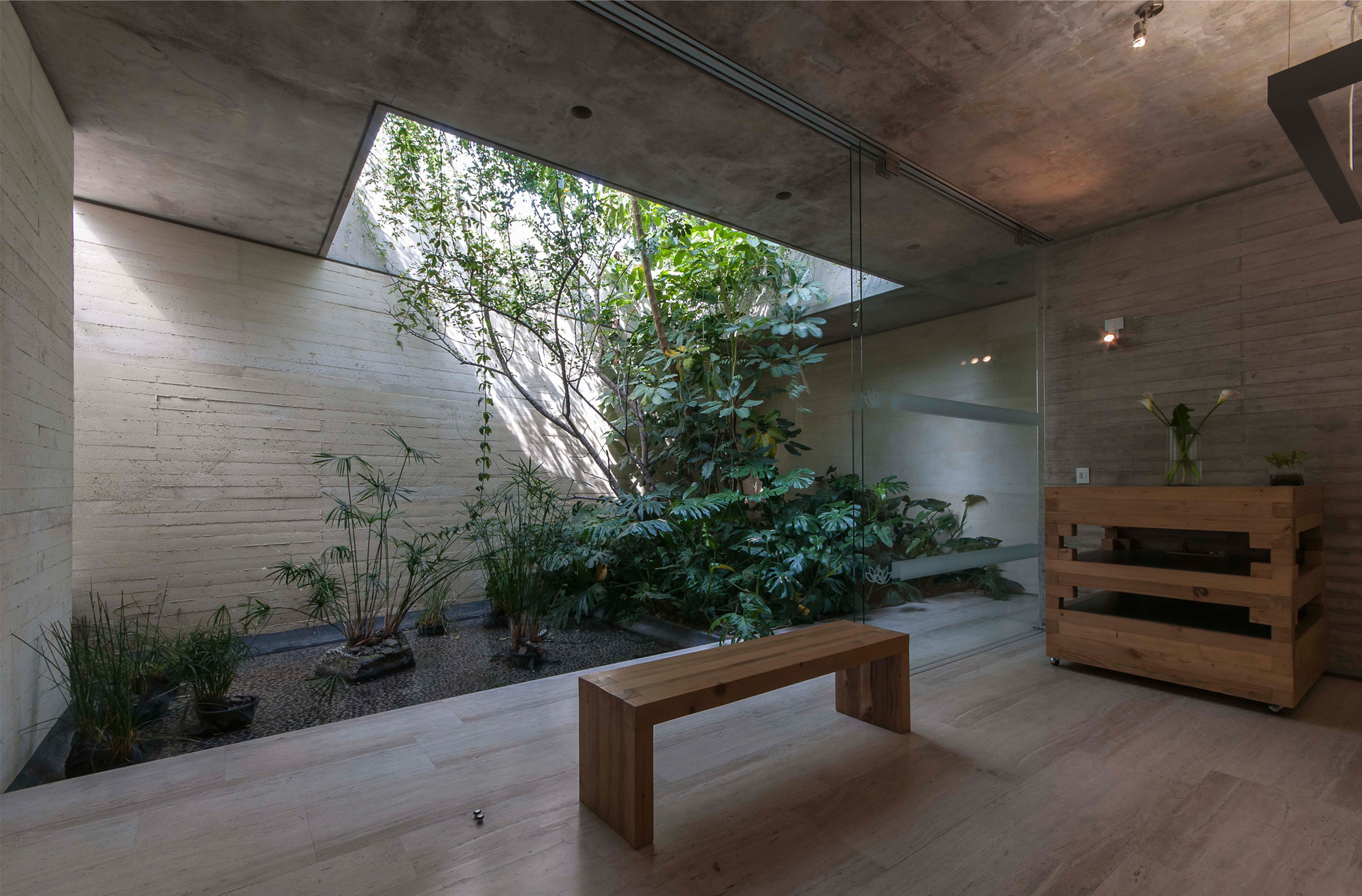 Gallery of spa quer taro ambrosi i etchegaray 9 for Jardines de interior
