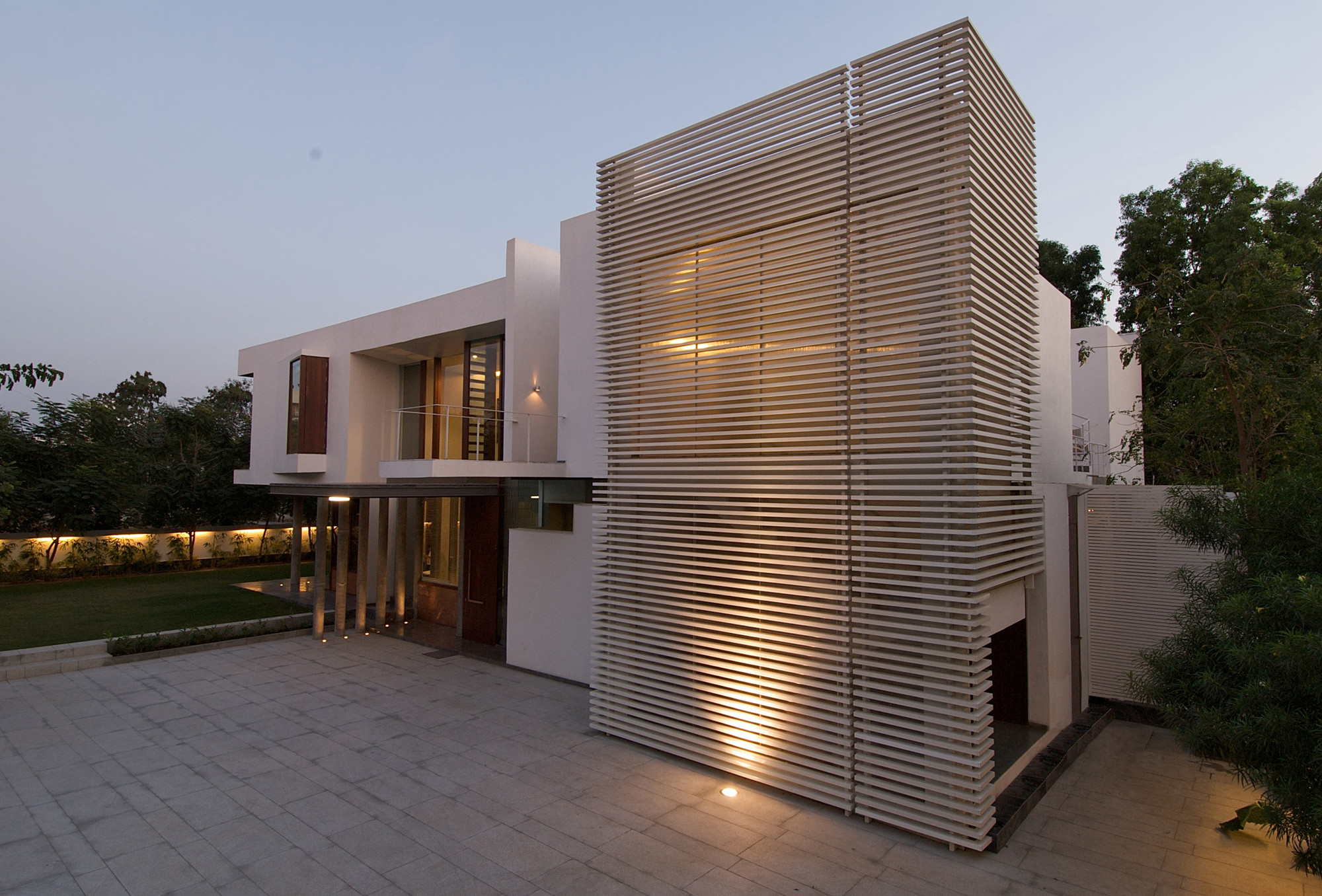 Gallery of poona house rajiv saini 10 for Modern house 6a