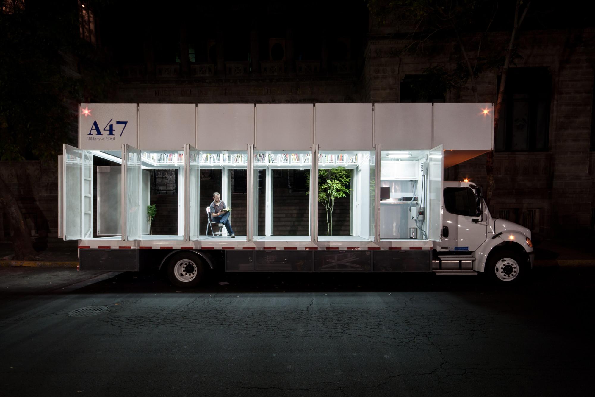 A47 Mobile Art Library  / PRODUCTORA, © Luis Gallardo