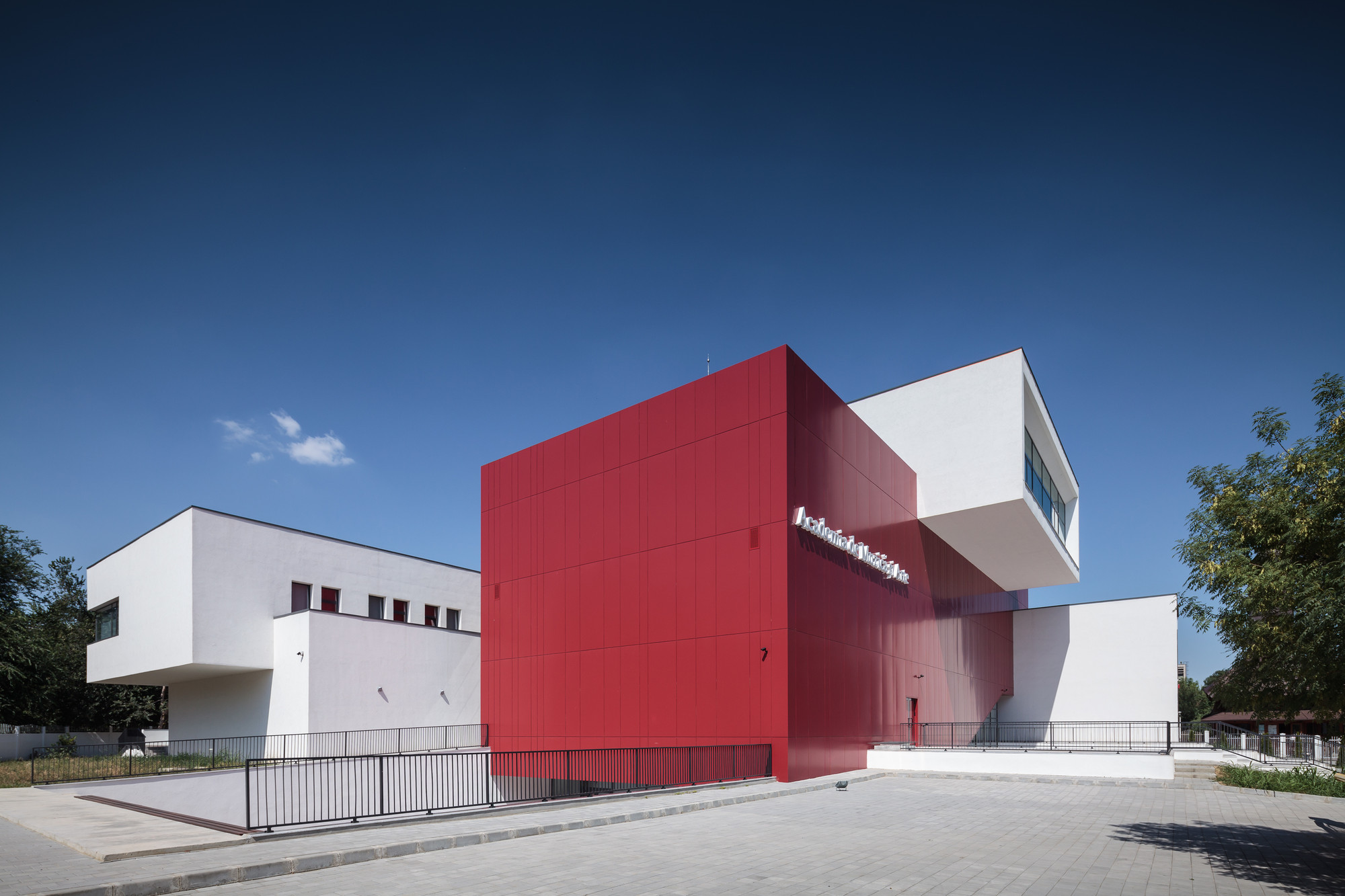 Gallery of school of music and arts ltfb studio 9 for Arquitectura de interiores donde estudiar