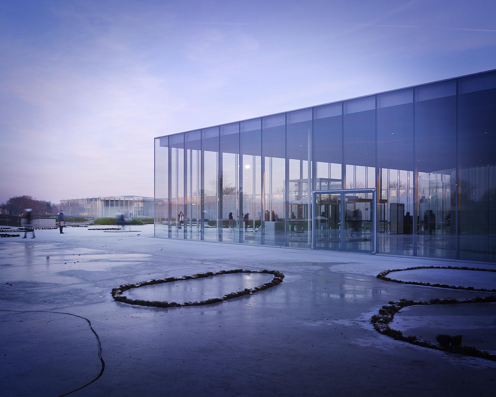 Louvre lens sanaa plataforma arquitectura for Louvre lens museo