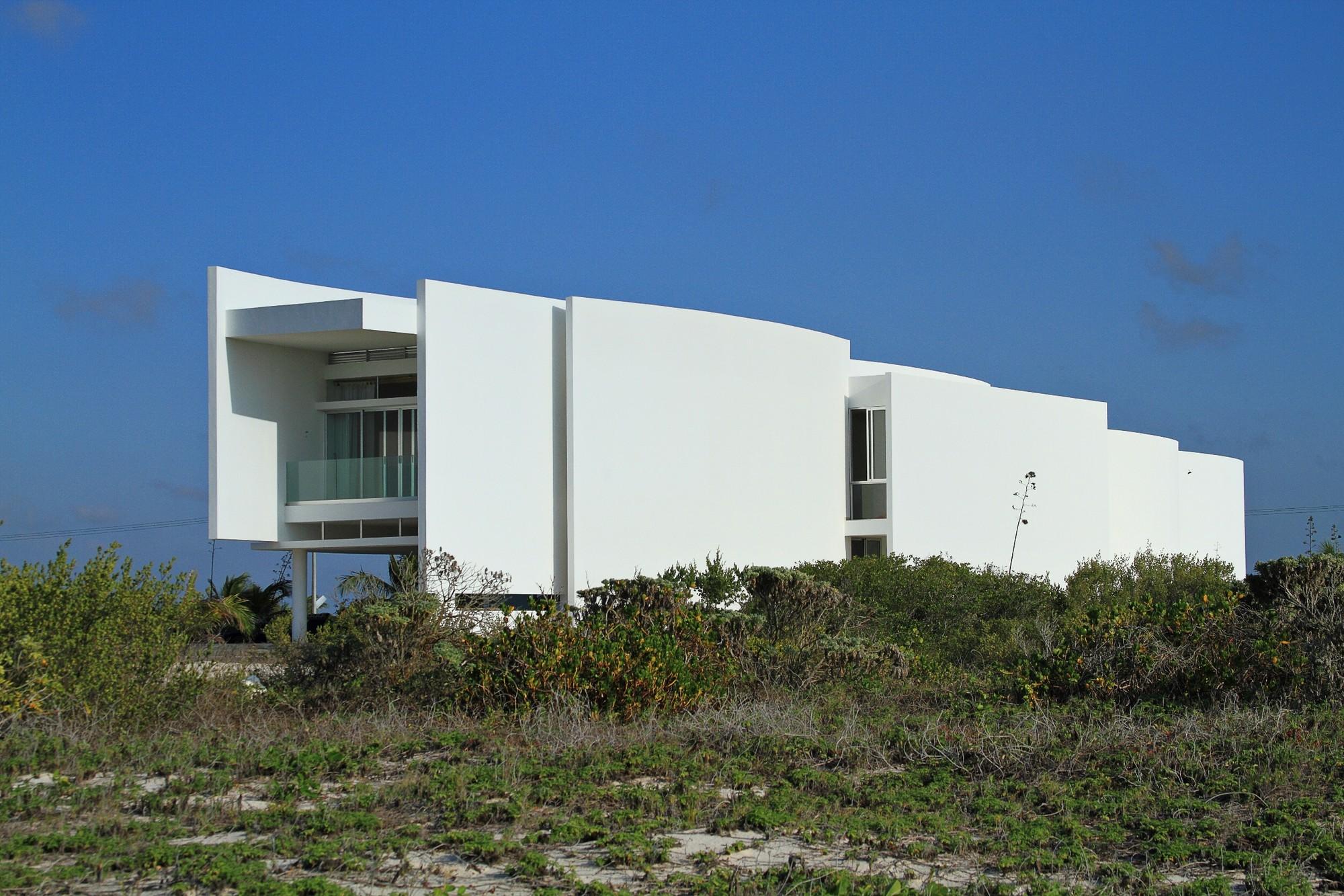 OB Houses / Seijo Peon Arquitectos