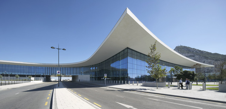 Aeroporto de Gibraltar / Blur Architects + 3DReid Architects, © Hufton+Crow