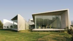 Instituto de Estudos Marítimos de Samundra / Christopher Charles Benninger Architects