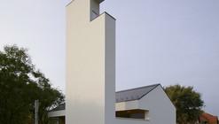 Casa de Congregação / SAGRA Architects