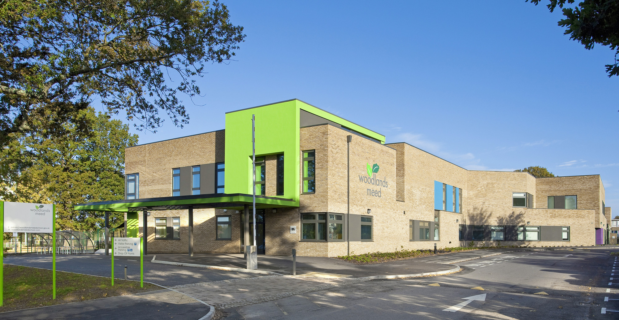 Mid sussex special school re format archdaily for Exterior design school