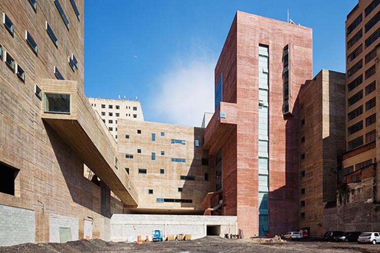 10ª Bienal de Arquitetura de São Paulo sai do museu e se espalha pela cidade., Praça das Artes, projeto de Brasil Arquitetura, será um dos destaques da 10ª Bienal de Arquitetura de São Paulo. Imagem via Folha de S. Paulo.