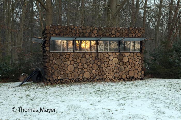 Tree-Trunk Garden House / Piet Hein Eek, © Thomas Mayer