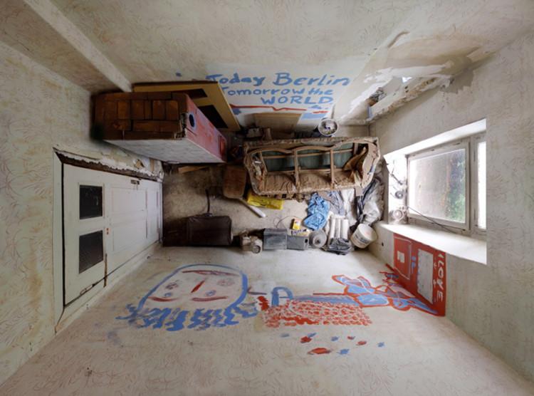 Arte e Arquitetura: O fotógrafo Menno Aden captura pequenos espaços de vida com câmeras instaladas em seus tetos, © Menno Aden