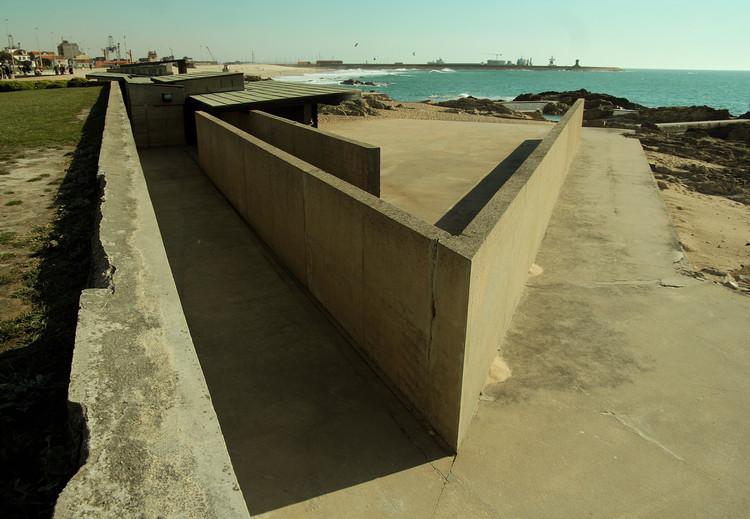 Cl ssicos da arquitetura le a swimming pools alvaro siza archdaily brasil for Alvaro siza leca swimming pools