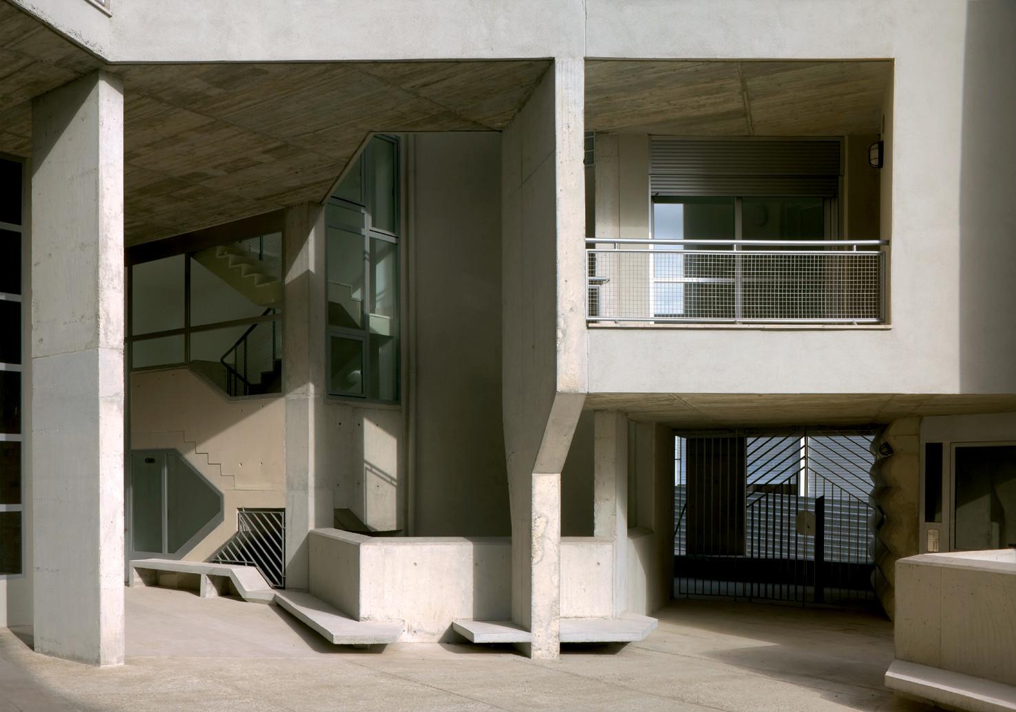 Edificio 111 / Flores  & Prats
