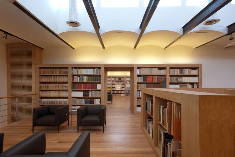 José Luis Martínez Library / Alejandro Sánchez García