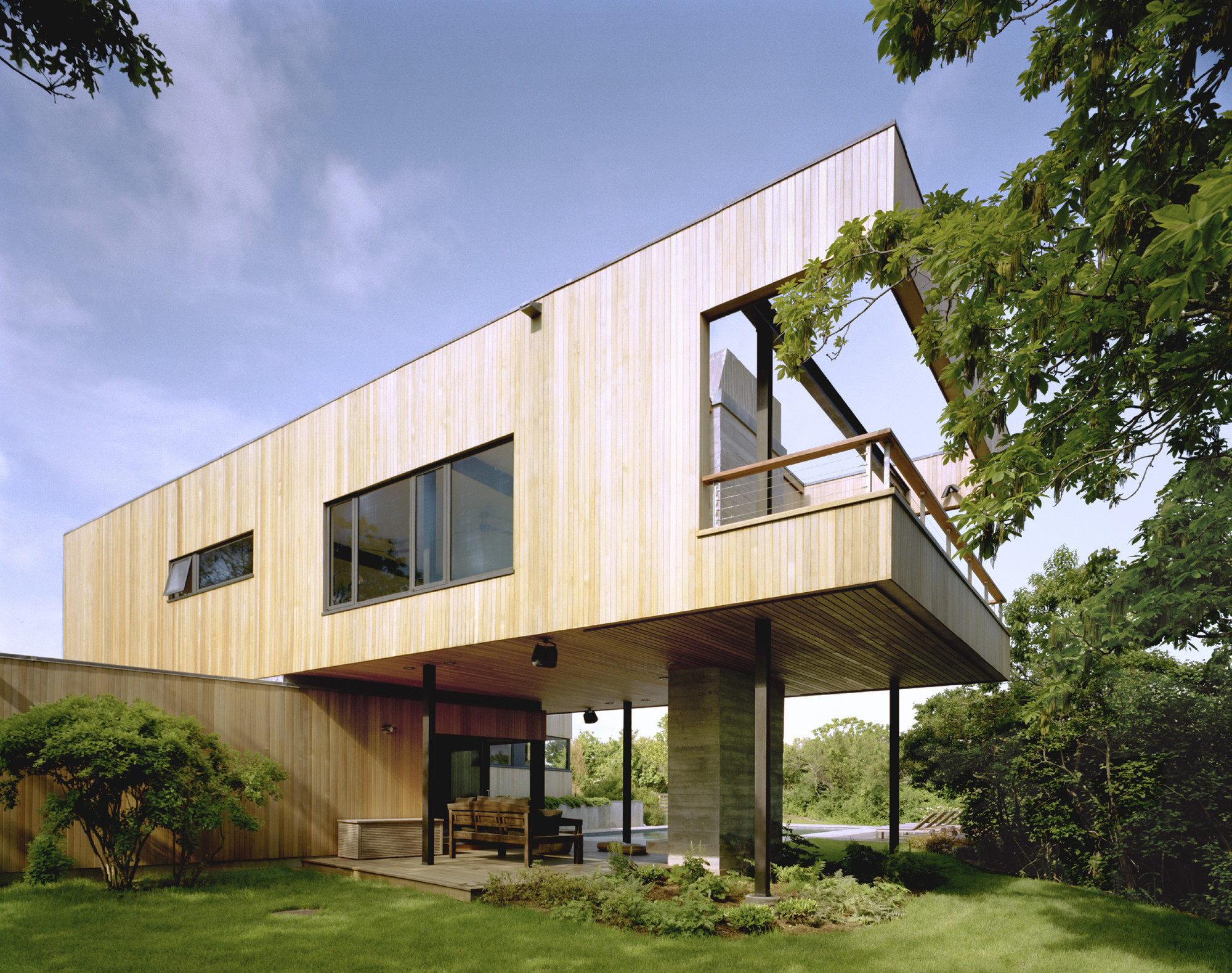 Bluff House / Robert Young