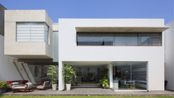 Casa Patio / Seinfeld Arquitectos