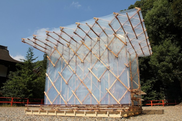 Vivienda temporal construida con imanes, por Kengo Kuma & Asociados, © Nikkei Architecture