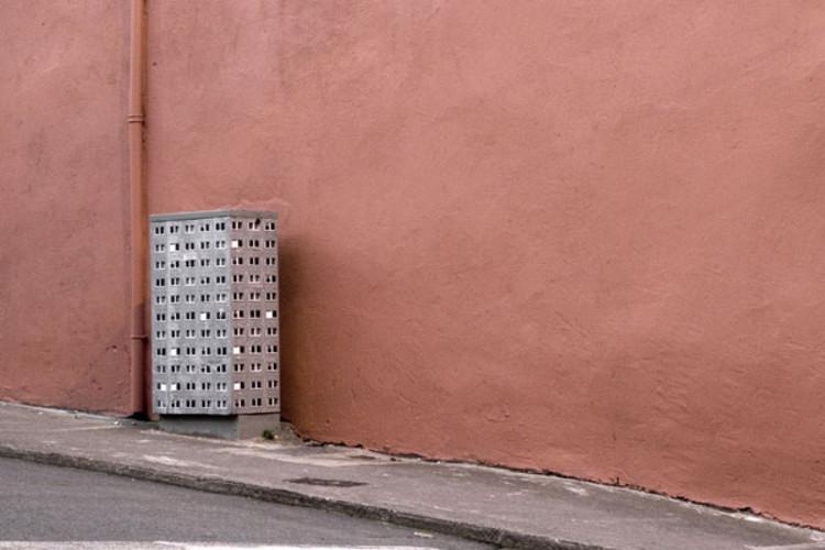 Arte y arquitectura: Transformación de superficies urbanas insólitas en edificios miniatura, Cortesía de idnworld.com