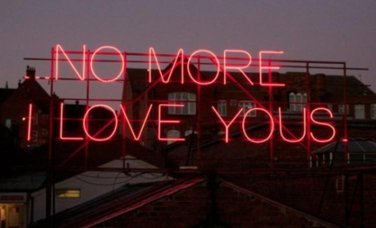 12 Months of Neon Love: Letras de música são reproduzidas em neon., Cortesia de Mistura Urbana