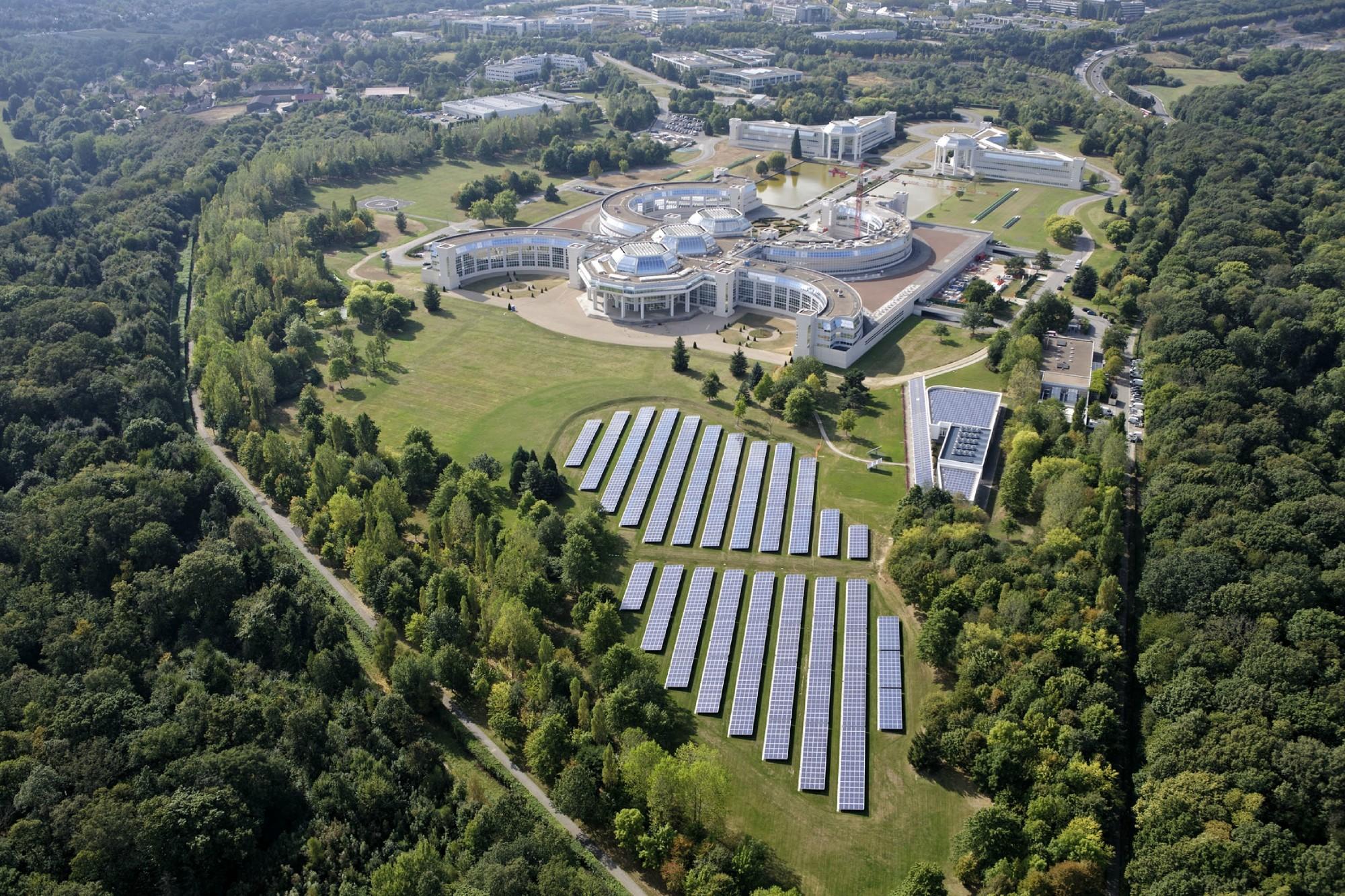 Edificio de oficinas en Versalles se convierte en el primer proyecto del mundo con triple acreditación verde, Bouygues Construction / SRA Architecture - Vía Construire Vert