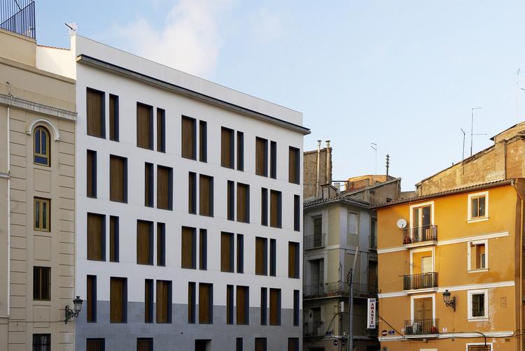Edificio De 19 Viviendas En La Calle Viana / García Floquet Arquitectos, © Iñaki Bergera