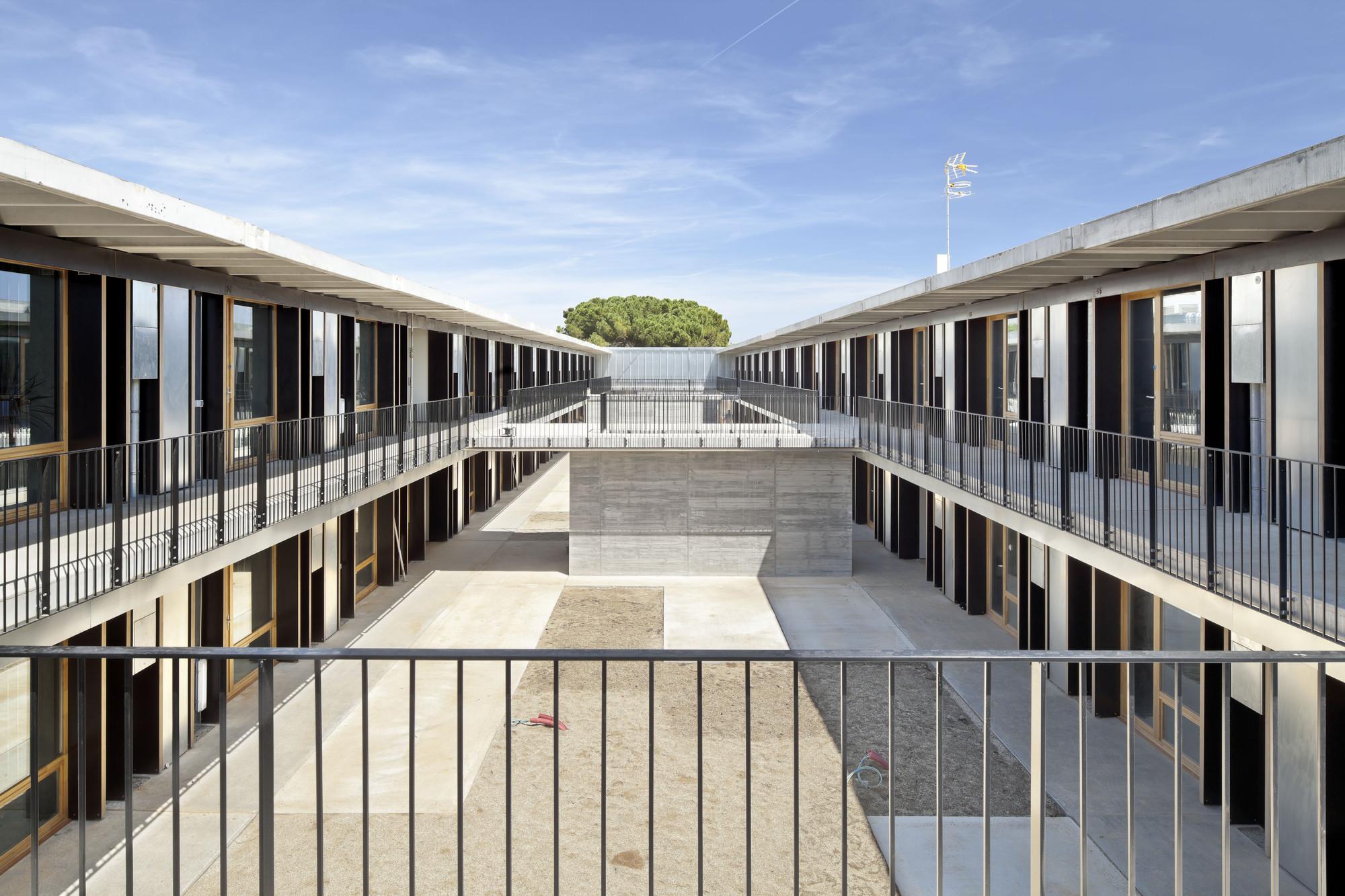 57 Viviendas Universitarias En El Campus De L'Etsav / H Arquitectes + dataAE, © Adrià Goula