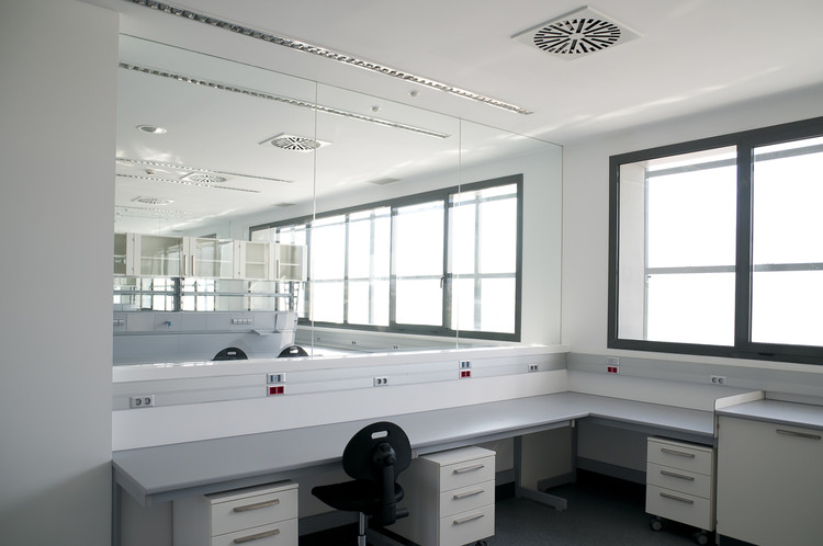 GENyO Laboratories / Planho   ArchDaily