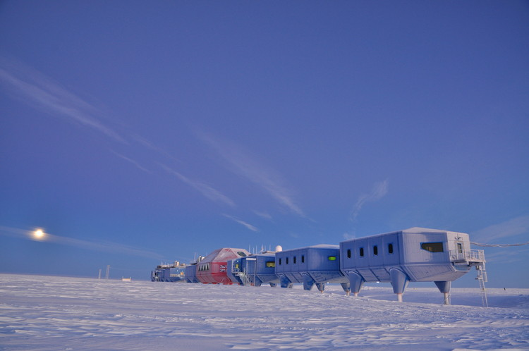 The World's First Relocatable Research Center Opens in Antarctica, © Anthony Dubber