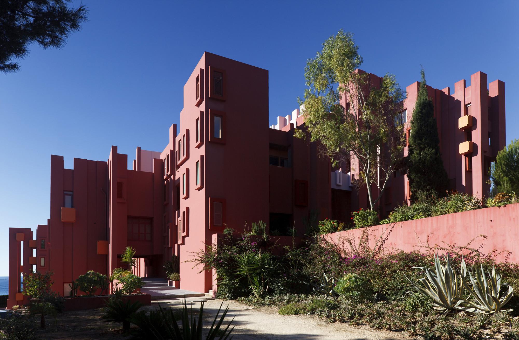 gallery of ad classics la muralla roja ricardo bofill 3. Black Bedroom Furniture Sets. Home Design Ideas