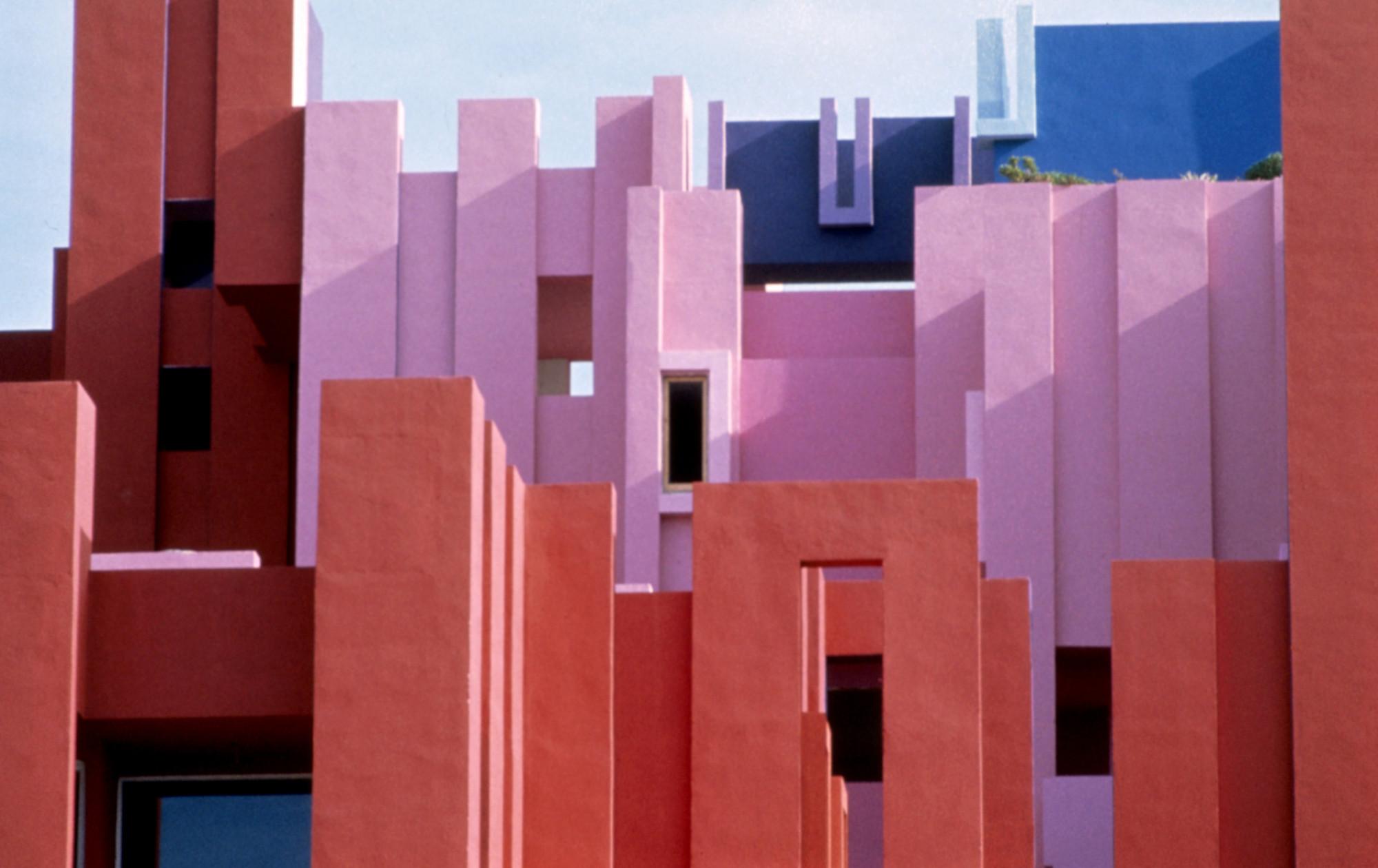 gallery of ad classics la muralla roja ricardo bofill 14. Black Bedroom Furniture Sets. Home Design Ideas