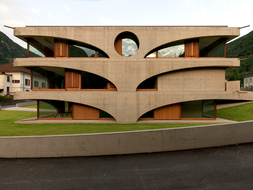 Schoolhouse Grono / , © Javier Miguel Verme