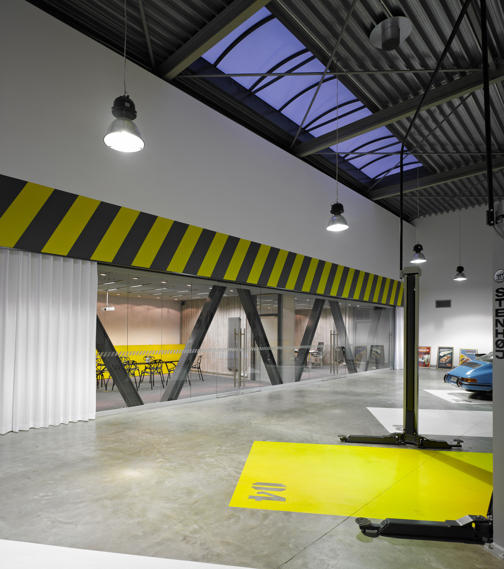 Office Garage By Ultra Architects