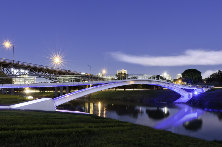 Phyllis J. Tilley Memorial Bridge / Rosales + Partners Architects, Courtesy of Rosales + Partners Architects