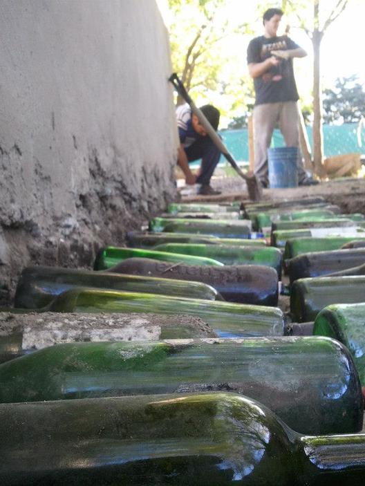 Proyecto hogar dulce hogar construye y repara viviendas en base al reciclaje de botellas en - Construye hogar ...