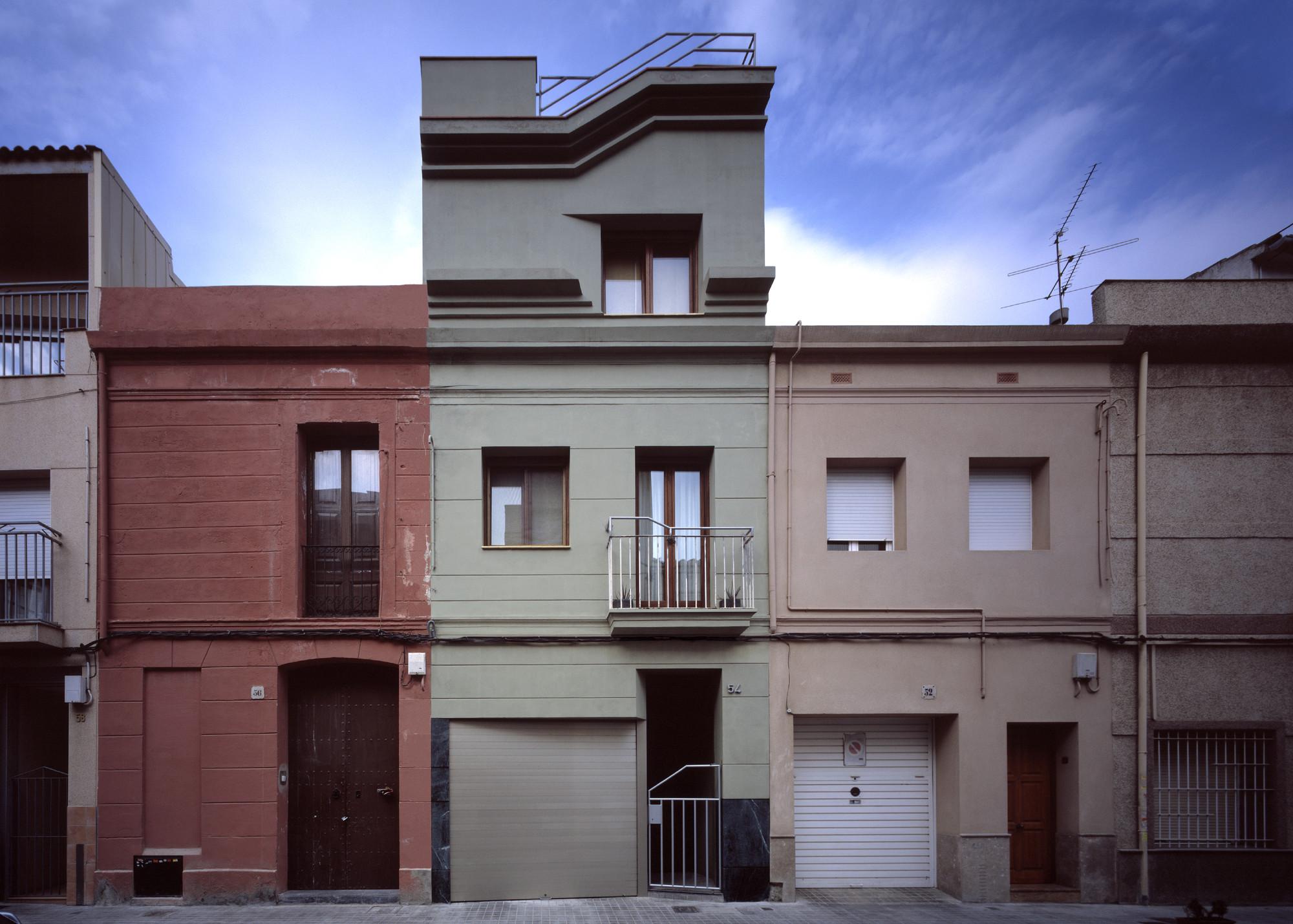 Planos casas estrechas y alargadas dormitorios with for Casas alargadas