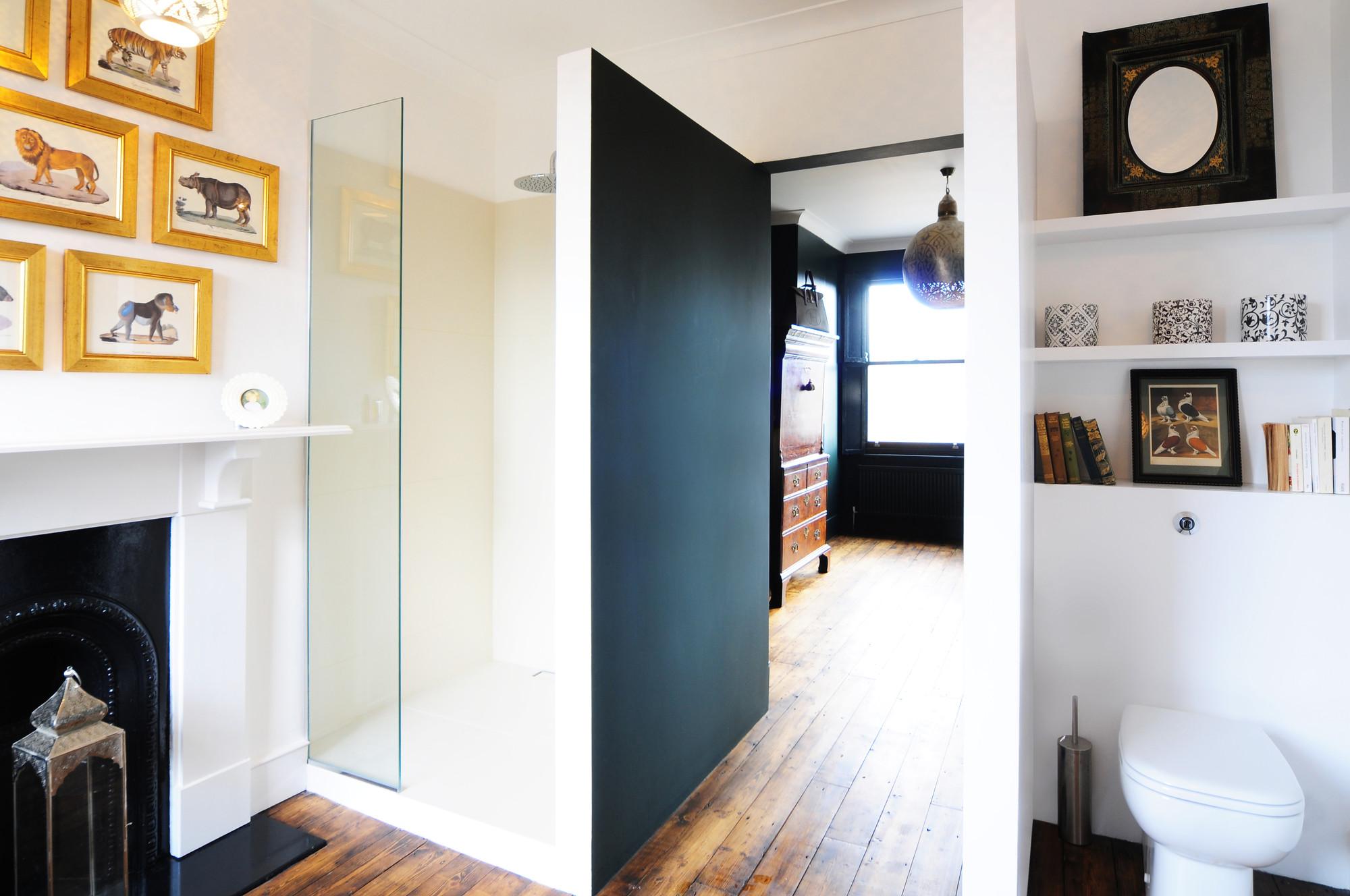 gallery of homemade bureau de change design office 12. Black Bedroom Furniture Sets. Home Design Ideas