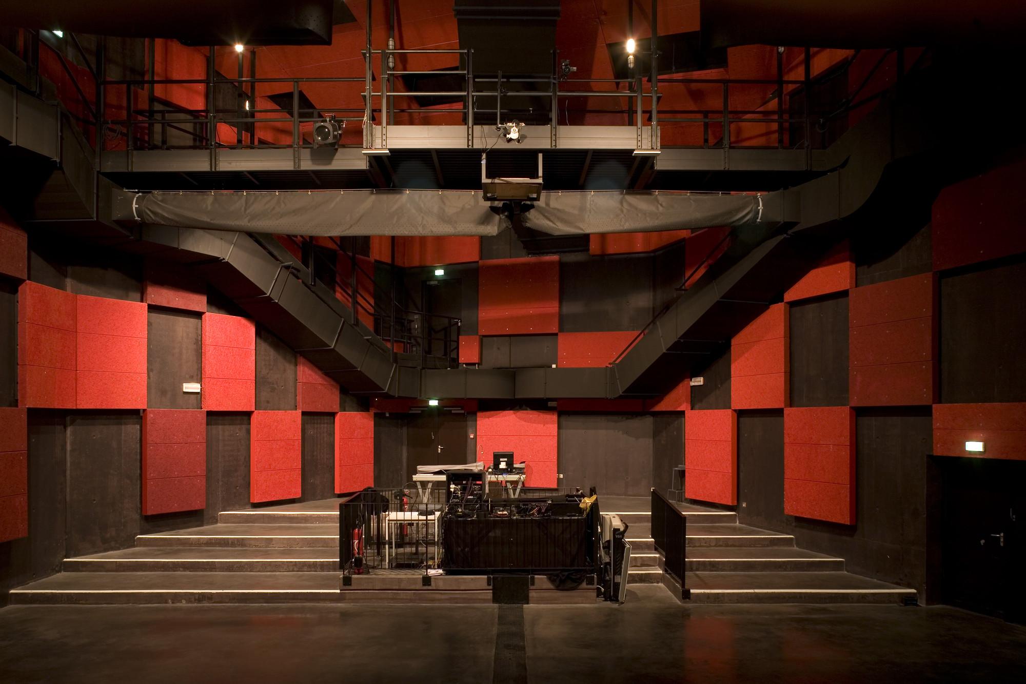 Galeria de le temps machine moussafir architectes for Woodworks design office 9