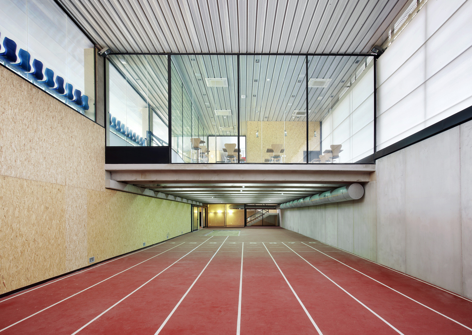 Calvi running track niu arquitectura archdaily for Classic underground house tracks