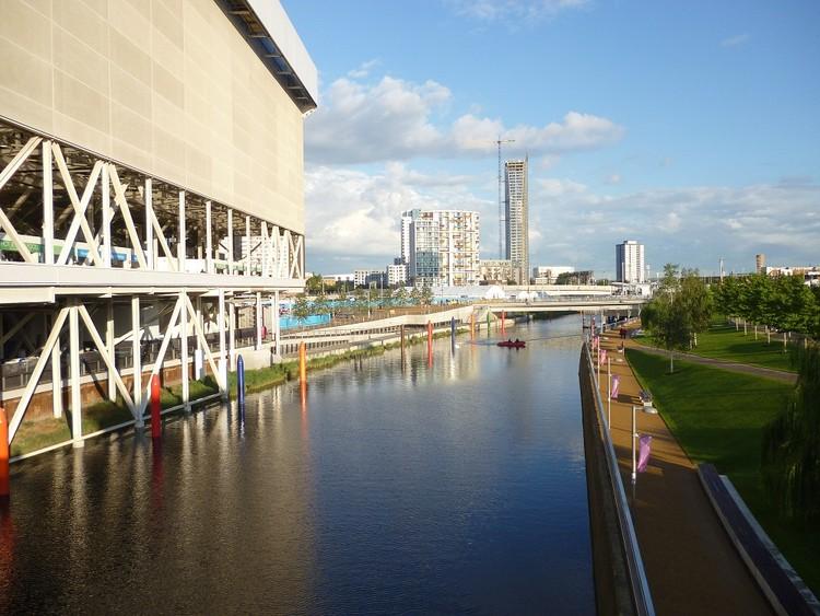 Vestígios Urbanos dos Jogos Olímpicos: Londres 2012, Vista de Stratford a partir do Parque Olímpico. Cortesia de Plataforma Urbana.