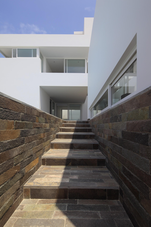 5123029ab3fc4b64c200016e Deployed House Seinfeld Arquitectos Photo on Modern House Stairs Design