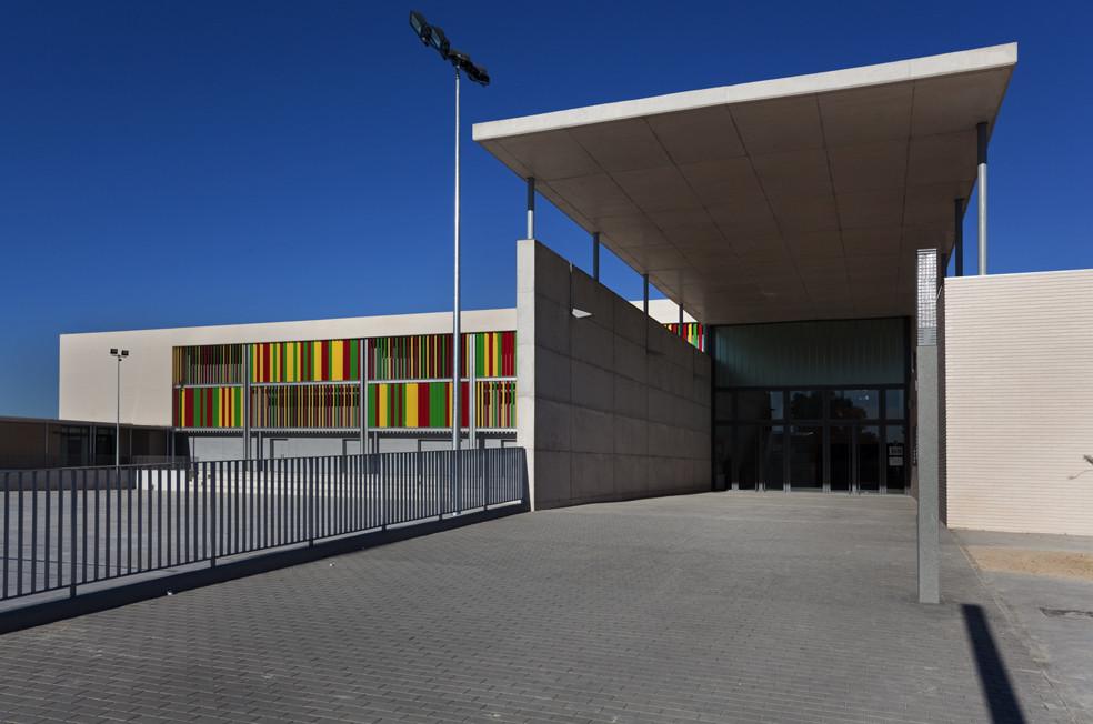 """Instituto de Educacion Secundaria y Profesional """"Arabista Ribera"""" de Carcaixent / Victor García Martínez, © Diego Opazo"""