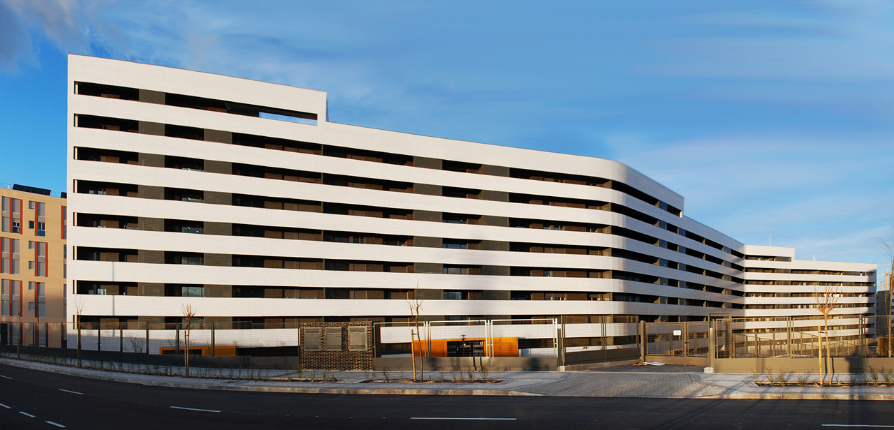 Housing in Tres Cantos / R&AS | ArchDaily