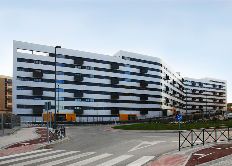 Housing in tres cantos r as archdaily - Vppb tres cantos ...
